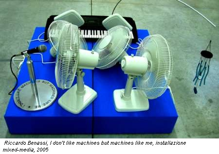 Riccardo Benassi, I don�t like machines but machines like me, installazione mixed-media, 2005