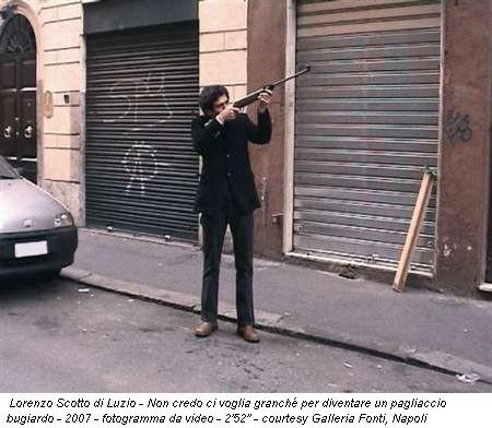 Lorenzo Scotto di Luzio - Non credo ci voglia granché per diventare un pagliaccio bugiardo - 2007 - fotogramma da video - 2'52'' - courtesy Galleria Fonti, Napoli