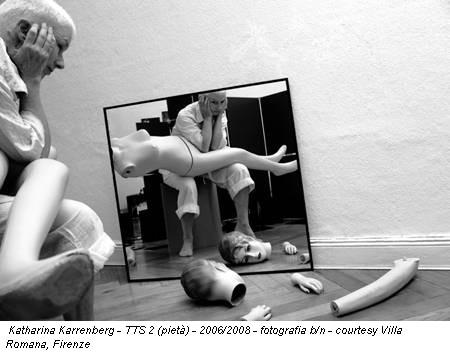Katharina Karrenberg - TTS 2 (pietà) - 2006/2008 - fotografia b/n - courtesy Villa Romana, Firenze