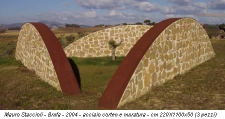 Mauro Staccioli - Brufa - 2004 - acciaio corten e muratura - cm 220X1100x50 (3 pezzi)