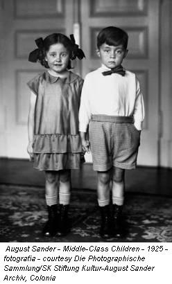 August Sander - Middle-Class Children - 1925 - fotografia - courtesy Die Photographische Sammlung/SK Stiftung Kultur-August Sander Archiv, Colonia