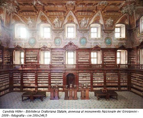 Candida Höfer - Biblioteca Oratoriana Statale, annessa al monumento Nazionale dei Girolamini - 2009 - fotografia - cm 200x246,5
