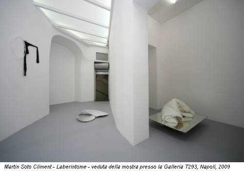 Martin Soto Climent - Laberintome - veduta della mostra presso la Galleria T293, Napoli, 2009