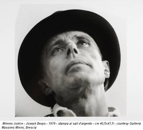 Mimmo Jodice - Joseph Beuys - 1979 - stampa ai sali d'argento - cm 40,5x47,5 - courtesy Galleria Massimo Minini, Brescia