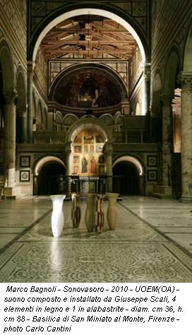 Marco Bagnoli - Sonovasoro - 2010 - UOEM(OA) - suono composto e installato da Giuseppe Scali, 4 elementi in legno e 1 in alabastrite - diam. cm 36, h. cm 88 - Basilica di San Miniato al Monte, Firenze - photo Carlo Cantini