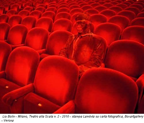 Liu Bolin - Milano, Teatro alla Scala n. 2 - 2010 - stampa Lambda su carta fotografica, Boxartgallery - Verona