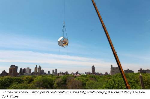 Tom�s Saraceno, i lavori per l'allestimento di Cloud City, Photo copyright Richard Perry The New York Times