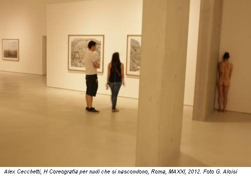 Alex Cecchetti, H Coreografia per nudi che si nascondono, Roma, MAXXI, 2012. Foto G. Aloisi