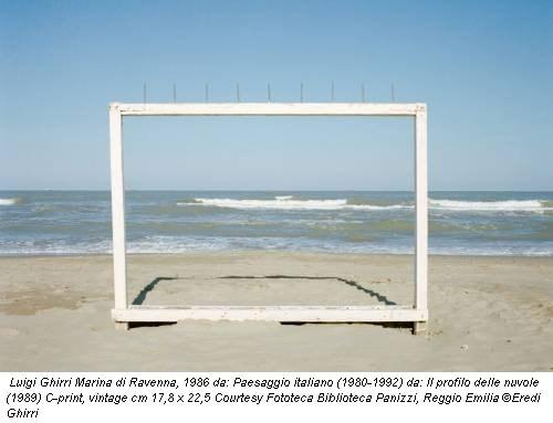 Luigi Ghirri Marina di Ravenna, 1986 da: Paesaggio italiano (1980-1992) da: Il profilo delle nuvole (1989) C-print, vintage cm 17,8 x 22,5 Courtesy Fototeca Biblioteca Panizzi, Reggio Emilia ©Eredi Ghirri