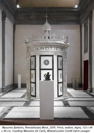 Massimo Bartolini, Revolutionary Monk, 2005. Ferro, motore, legno, 133 x 44 x 44 cm. Courtesy Massimo De Carlo, Milano/Londra Crediti Dario Lasagni
