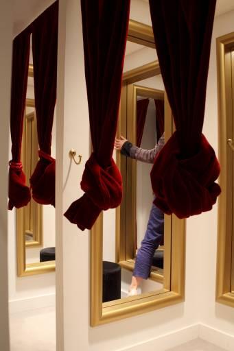 Fino al 2.X.2011 | Leandro Erlich | Galleria Continua | sede francese | 46 rue de la Ferté Gaucher