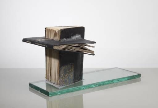fino al 23.III.2012   John Latham / Lee Ufan   Milano, Lisson Gallery