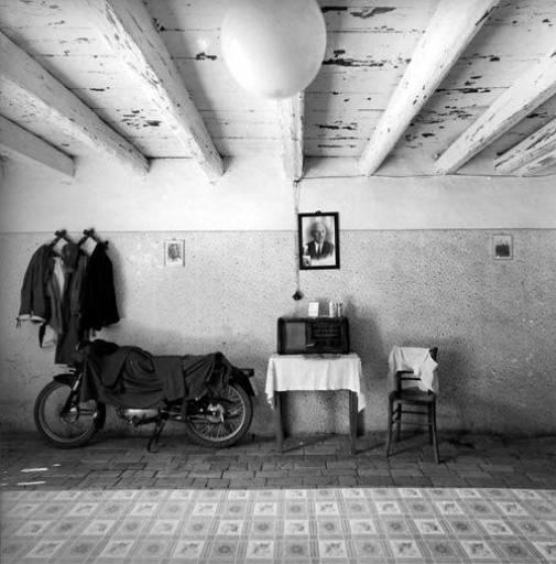 READING ROOM | Il ritorno alle radici della fotografia di Italo Zannier