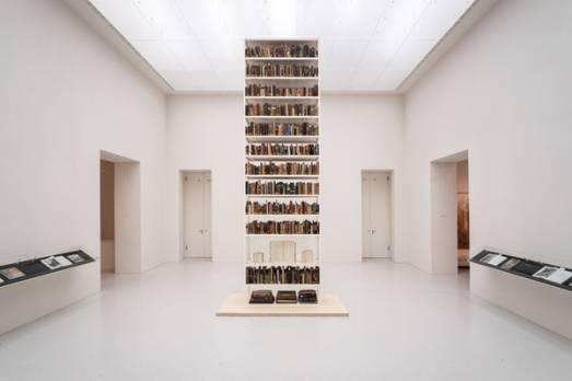 Maria Eichhorn Unrecht maessige Buecher Neue Galerie © VG-Bildkunst Bonn 2017 Mathias Voelzke