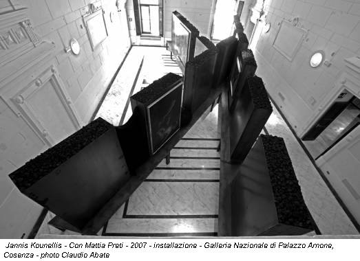 Jannis Kounellis - Con Mattia Preti - 2007 - installazione - Galleria Nazionale di Palazzo Arnone, Cosenza - photo Claudio Abate