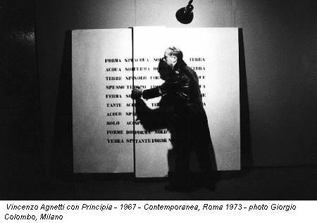 Vincenzo Agnetti con Principia - 1967 - Contemporanea, Roma 1973 - photo Giorgio Colombo, Milano