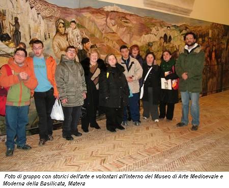 Foto di gruppo con storici dell'arte e volontari all'interno del Museo di Arte Medioevale e Moderna della Basilicata, Matera