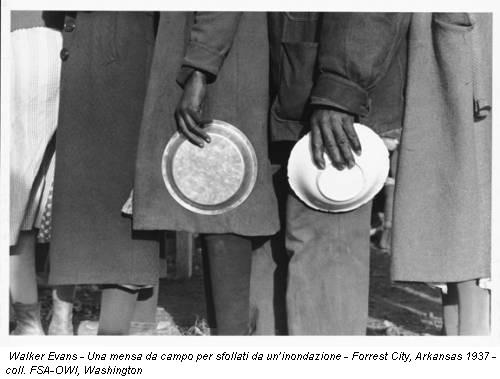 Walker Evans - Una mensa da campo per sfollati da un'inondazione - Forrest City, Arkansas 1937 - coll. FSA-OWI, Washington