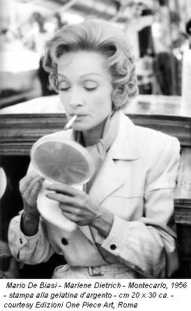 Mario De Biasi - Marlene Dietrich - Montecarlo, 1956 - stampa alla gelatina d'argento - cm 20 x 30 ca. - courtesy Edizioni One Piece Art, Roma
