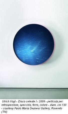 Ulrich Vogl - Disco celeste I - 2009 - pellicola per retrospezione, specchio, ferro, colore - diam. cm 130 - courtesy Paolo Maria Deanesi Gallery, Rovereto (TN)