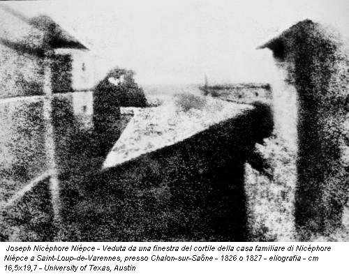Joseph Nicéphore Niépce - Veduta da una finestra del cortile della casa familiare di Nicéphore Niépce a Saint-Loup-de-Varennes, presso Chalon-sur-Saône - 1826 o 1827 - eliografia - cm 16,5x19,7 - University of Texas, Austin