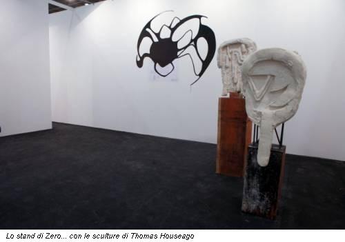 Lo stand di Zero... con le sculture di Thomas Houseago