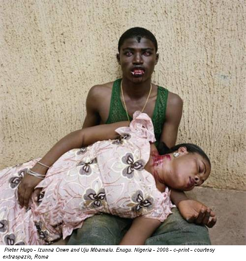 Pieter Hugo - Izunna Onwe and Uju Mbamalu. Enugu. Nigeria - 2008 - c-print - courtesy extraspazio, Roma