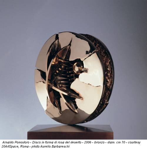 Arnaldo Pomodoro - Disco in forma di rosa del deserto - 2006 - bronzo - diam. cm 70 - courtesy 20ArtSpace, Roma - photo Aurelio Barbareschi