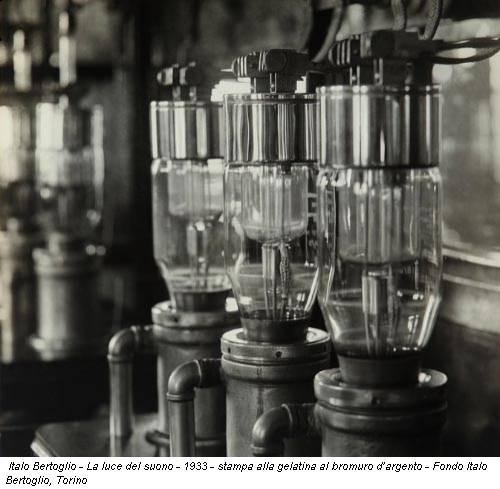 Italo Bertoglio - La luce del suono - 1933 - stampa alla gelatina al bromuro d'argento - Fondo Italo Bertoglio, Torino