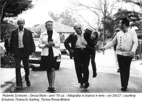 Roberto Schezen - Senza titolo - anni '70 ca. - fotografia in bianco e nero - cm 20x27 - courtesy Ermanno Tedeschi Gallery, Torino-Roma-Milano