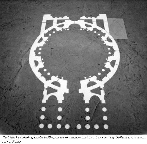 Ruth Sacks - Pooling Dust - 2010 - polvere di marmo - cm 157x109 - courtesy Galleria E x t r a s p a z i o, Roma