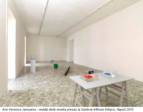Ann Veronica Janssens - veduta della mostra presso la Galleria Alfonso Artiaco, Napoli 2010