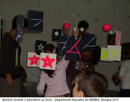 Bambini durante il laboratorio su Zorio - Dipartimento Educativo del MAMbo, Bologna 2010