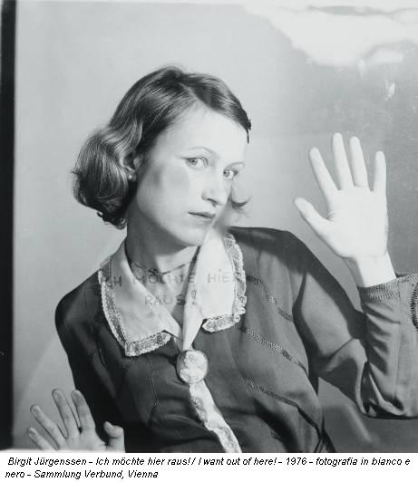 Birgit Jürgenssen - Ich möchte hier raus! / I want out of here! - 1976 - fotografia in bianco e nero - Sammlung Verbund, Vienna