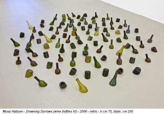 Mona Hatoum - Drowning Sorrows (wine bottles III) - 2006 - vetro - h cm 15, diam. cm 200