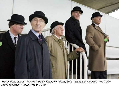 Martin Parr, Luxury - Prix de l'Arc de Triomphe - Paris, 2008 - stampa ai pigmenti - cm 51x76 - courtesy Studio Trisorio, Napoli-Roma