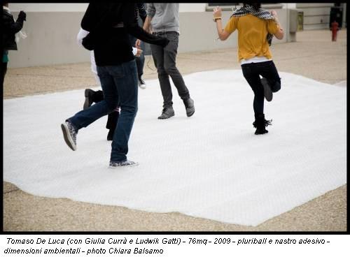 Tomaso De Luca (con Giulia Currà e Ludwik Gatti) - 76mq - 2009 - pluriball e nastro adesivo - dimensioni ambientali - photo Chiara Balsamo