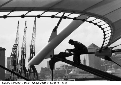 Gianni Berengo Gardin - Nuovo porto di Genova - 1988
