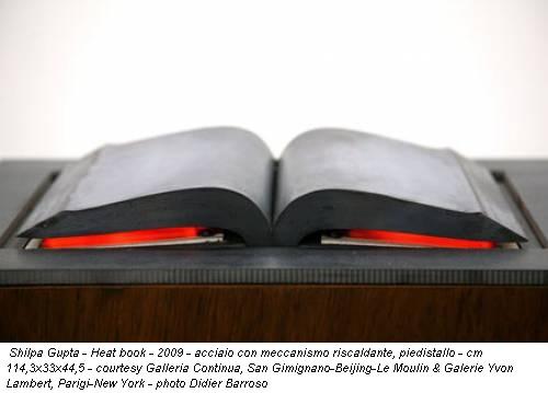 Shilpa Gupta - Heat book - 2009 - acciaio con meccanismo riscaldante, piedistallo - cm 114,3x33x44,5 - courtesy Galleria Continua, San Gimignano-Beijing-Le Moulin & Galerie Yvon Lambert, Parigi-New York - photo Didier Barroso