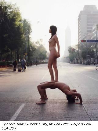 Spencer Tunick - Mexico City, Mexico - 2009 - c-print - cm 58,4x73,7