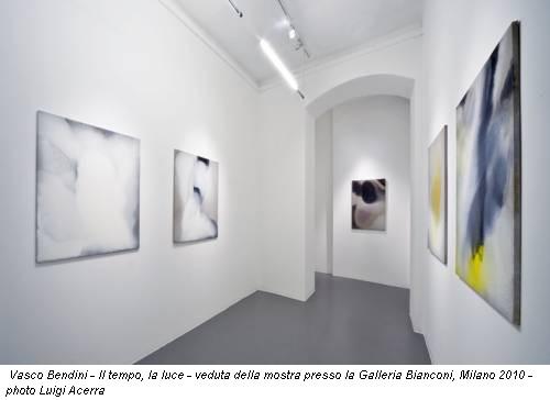 Vasco Bendini - Il tempo, la luce - veduta della mostra presso la Galleria Bianconi, Milano 2010 - photo Luigi Acerra