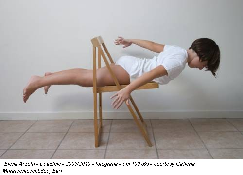 Elena Arzuffi - Deadline - 2006/2010 - fotografia - cm 100x65 - courtesy Galleria Muratcentoventidue, Bari