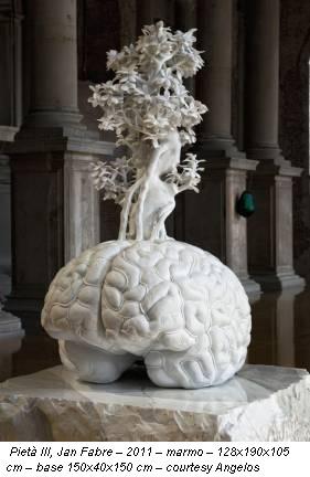 Pietà III, Jan Fabre – 2011 – marmo – 128x190x105 cm – base 150x40x150 cm – courtesy Angelos