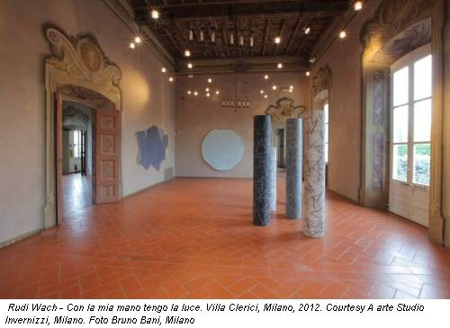 Rudi Wach - Con la mia mano tengo la luce. Villa Clerici, Milano, 2012. Courtesy A arte Studio Invernizzi, Milano. Foto Bruno Bani, Milano