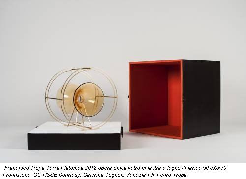 Francisco Tropa Terra Platonica 2012 opera unica vetro in lastra e legno di larice 50x50x70 Produzione: COTISSE Courtesy: Caterina Tognon, Venezia Ph. Pedro Tropa