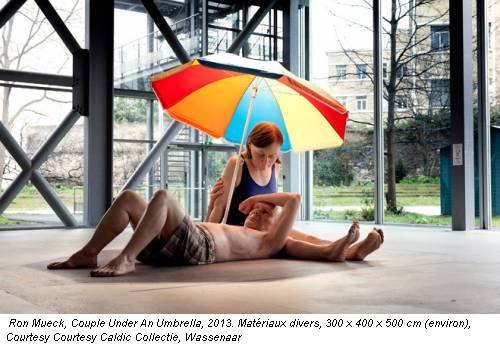 Ron Mueck, Couple Under An Umbrella, 2013. Matériaux divers, 300 x 400 x 500 cm (environ), Courtesy Courtesy Caldic Collectie, Wassenaar