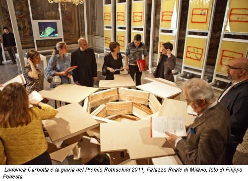 Ludovica Carbotta e la giuria del Premio Rothschild 2011, Palazzo Reale di Milano, foto di Filippo Podesta