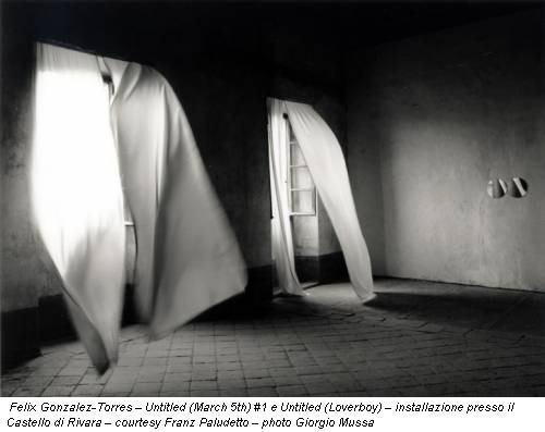 Felix Gonzalez-Torres – Untitled (March 5th) #1 e Untitled (Loverboy) – installazione presso il Castello di Rivara – courtesy Franz Paludetto – photo Giorgio Mussa