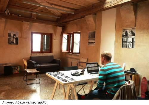 Amedeo Abello nel suo studio