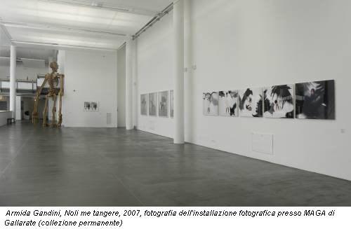Armida Gandini, Noli me tangere, 2007, fotografia dell'installazione fotografica presso MAGA di Gallarate (collezione permanente)